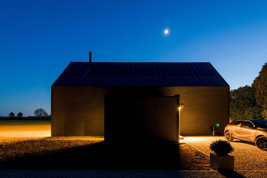 wunderhaus_side_night